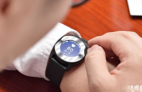 Keep smart watch track of the health